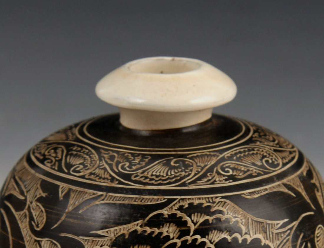 A Cizhou black glazed carved vase - 6