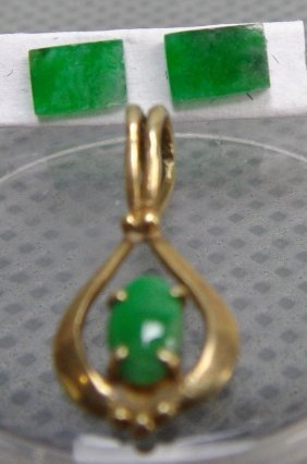 A Natural Jadeite Of Pandent And Earing
