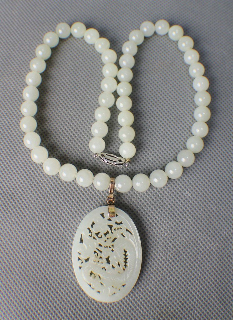 A Hetian White Suet Jade Necklace with a Pendant Carved - 4