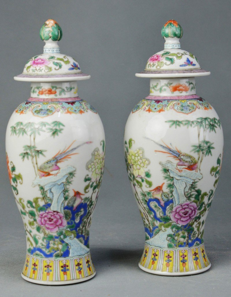A Pair of Famille Rose Hat-covered Jar of Birds &