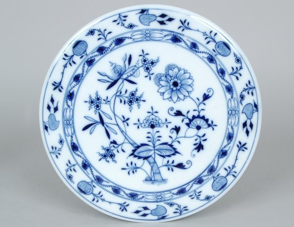 16: Meissen Blue Onion Circular Hot Plate