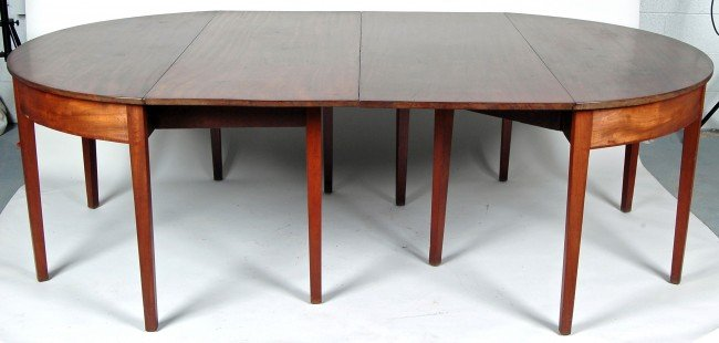 61: ENGLISH HEPPLEWHITE MAHOGANY DINING TABLE, LATE 18T