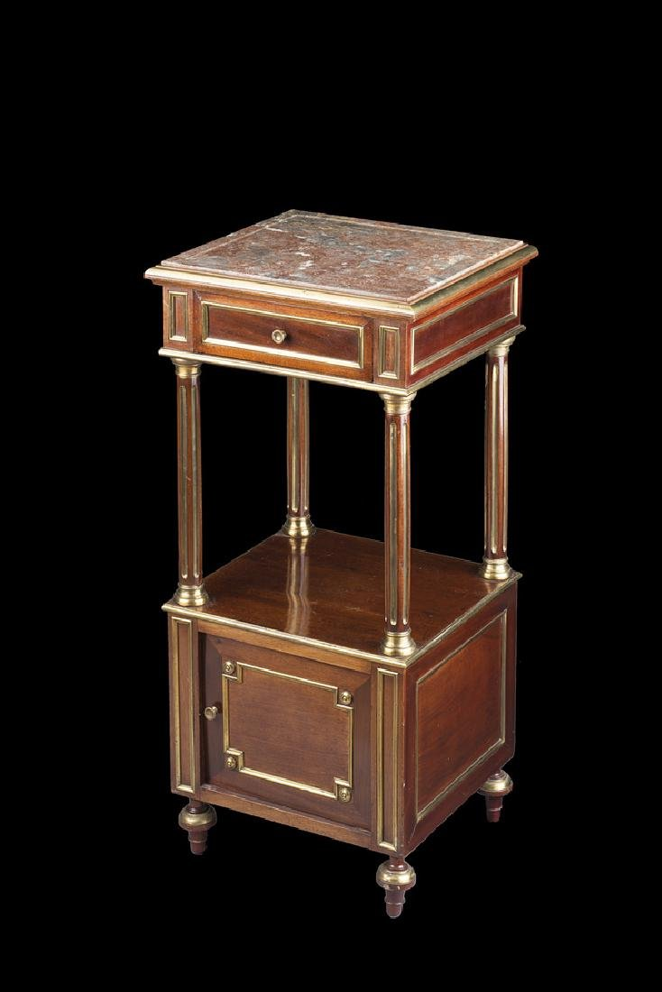A bedside mahogany table. Late 19th century (cm