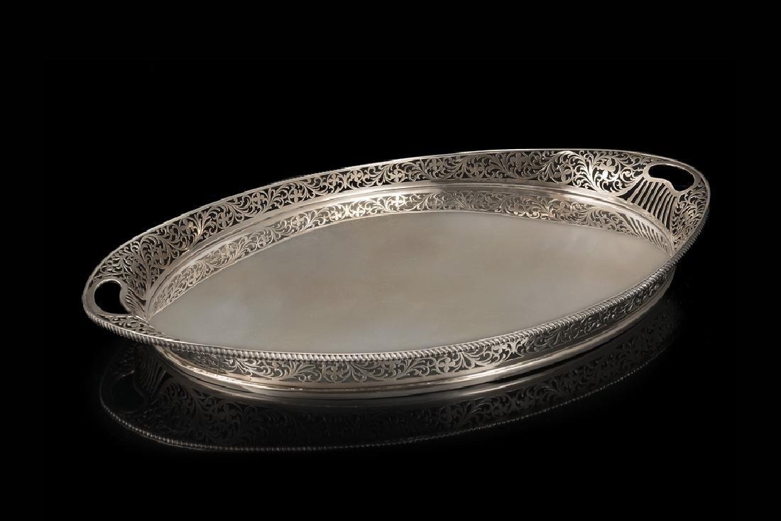 A silver tray. Birmingham 1912, silversmith Elkington &