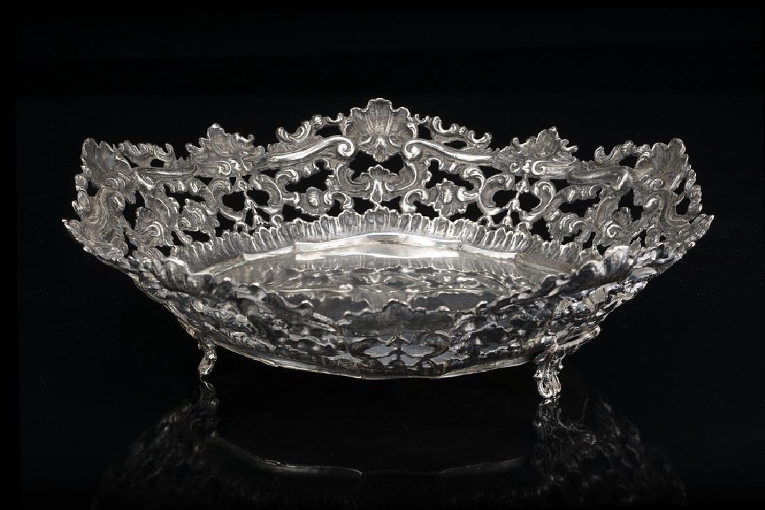 A silver tazza. Early 20th century (d cm 31 h cm 9) (gr