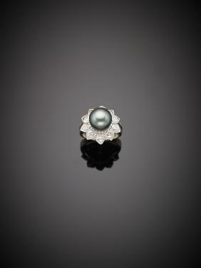 Anello con perla Tahiti e diamanti, g.8,90 misura 11/51
