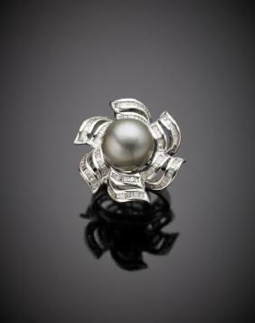 Anello in oro bianco con perla nera Tahiti di mm 12