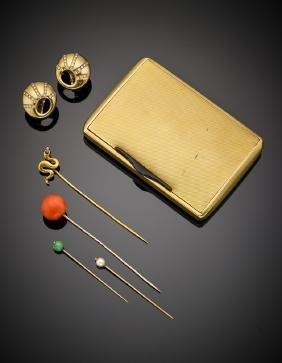 Lotto composto da porta pastiglie, orecchini, quattro