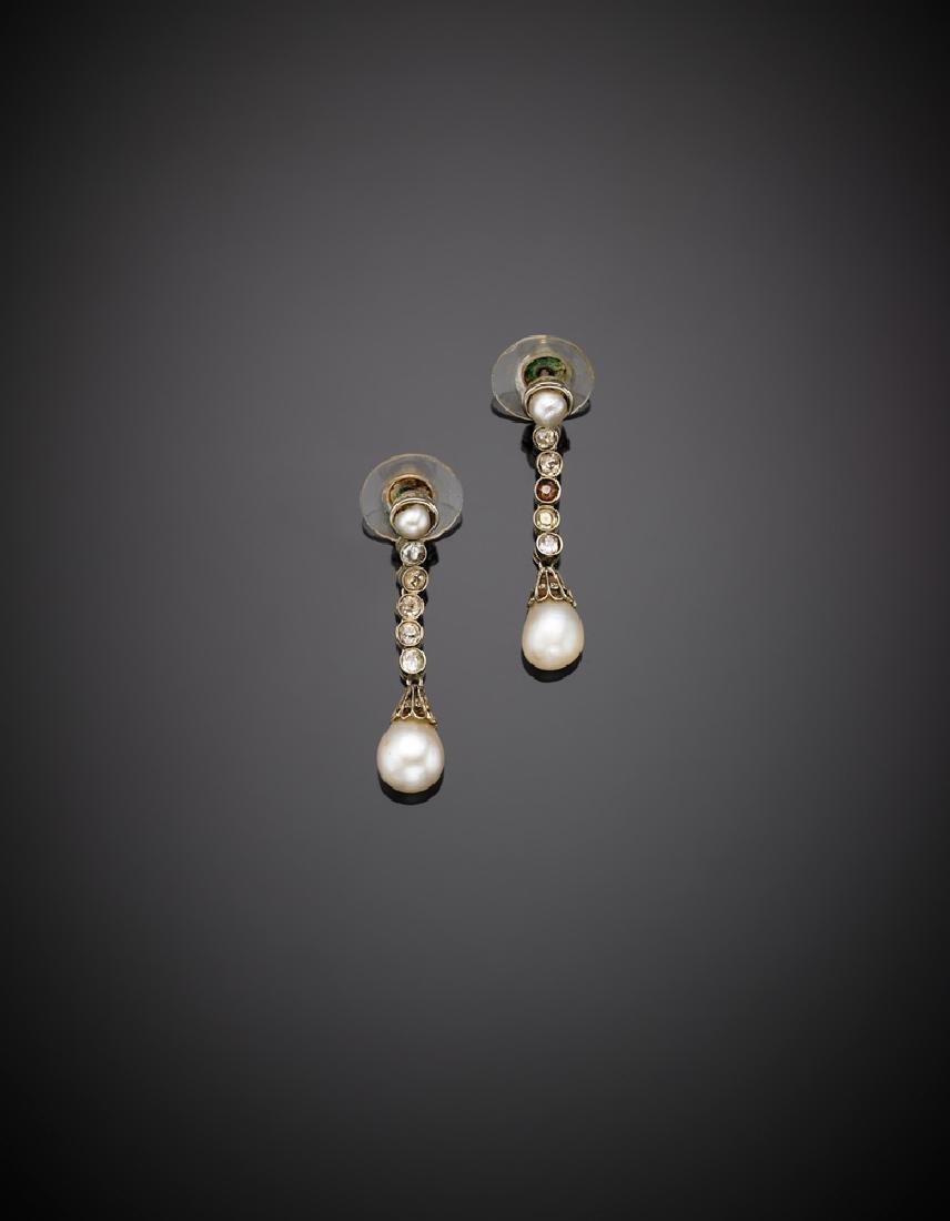 Orecchini pendenti in platino, diamanti e perle bianche
