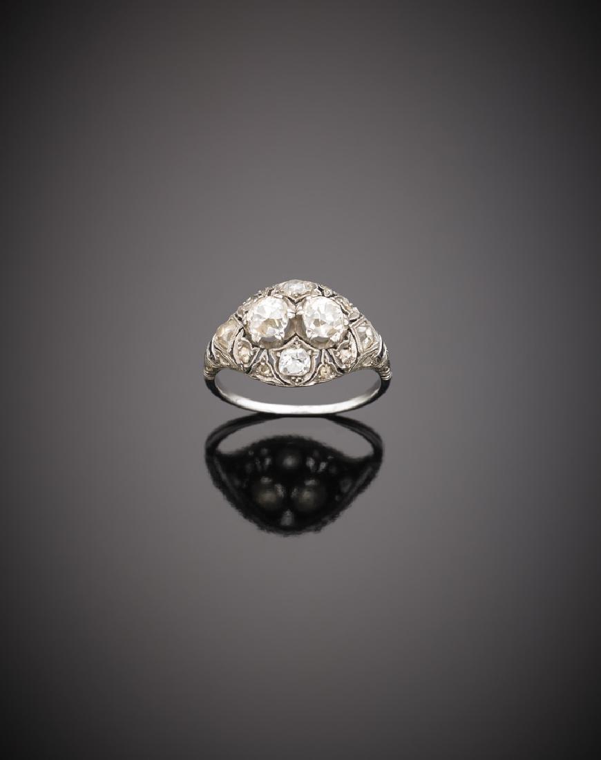 Anello in platino traforato con due diamanti centrali,