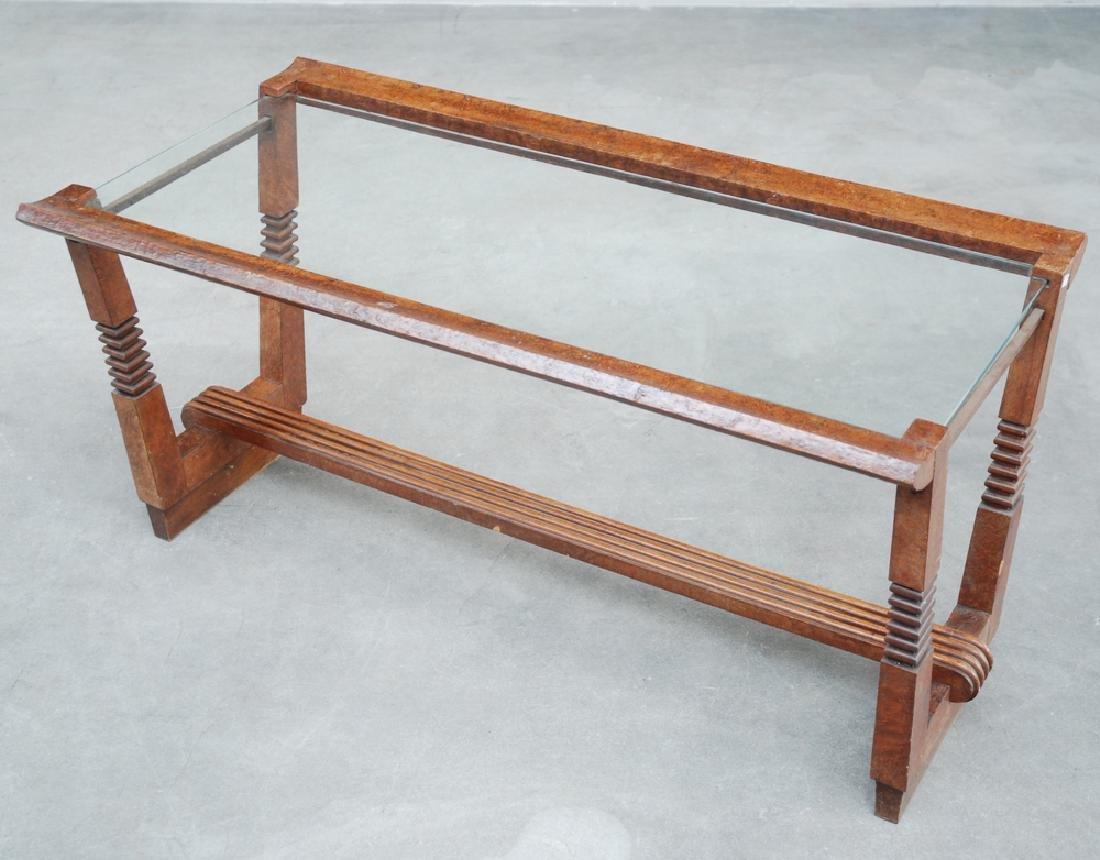 Tavolino da salotto in legno intagliato con elementi in