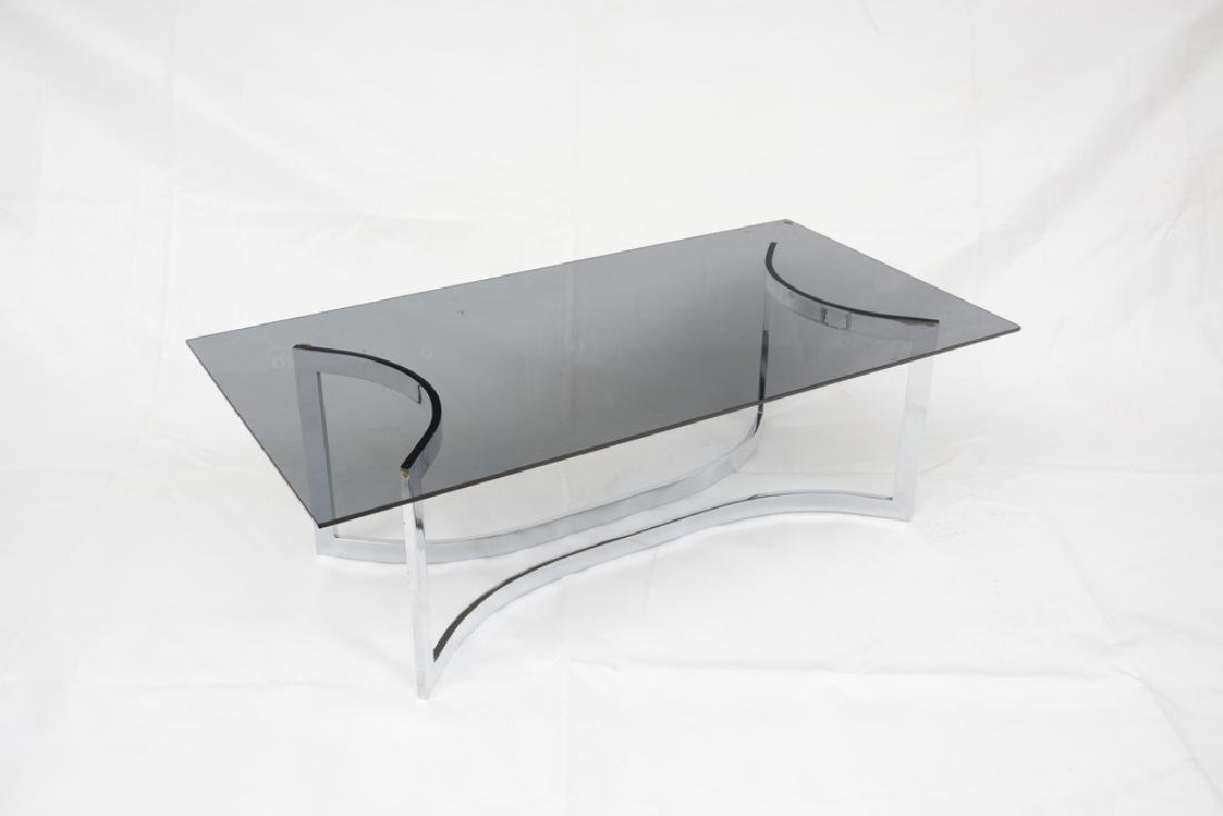 Tavolino basso con struttura in metallo e piano