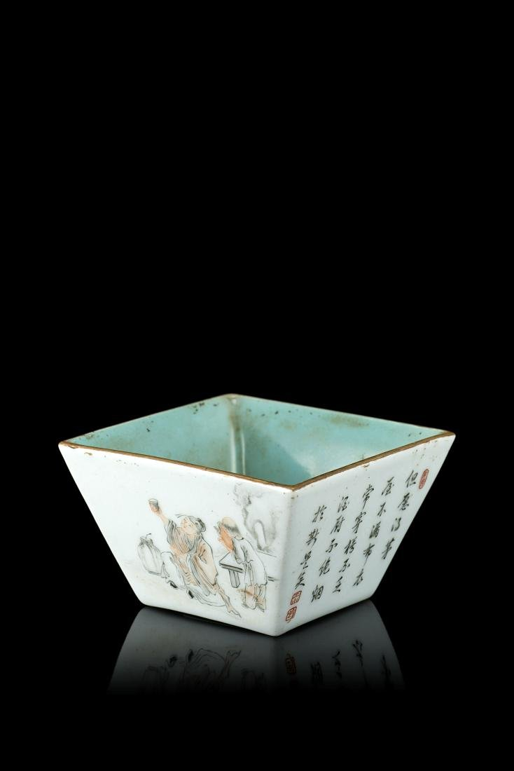 A rectangular porcelain cup decorated in en-grisaille