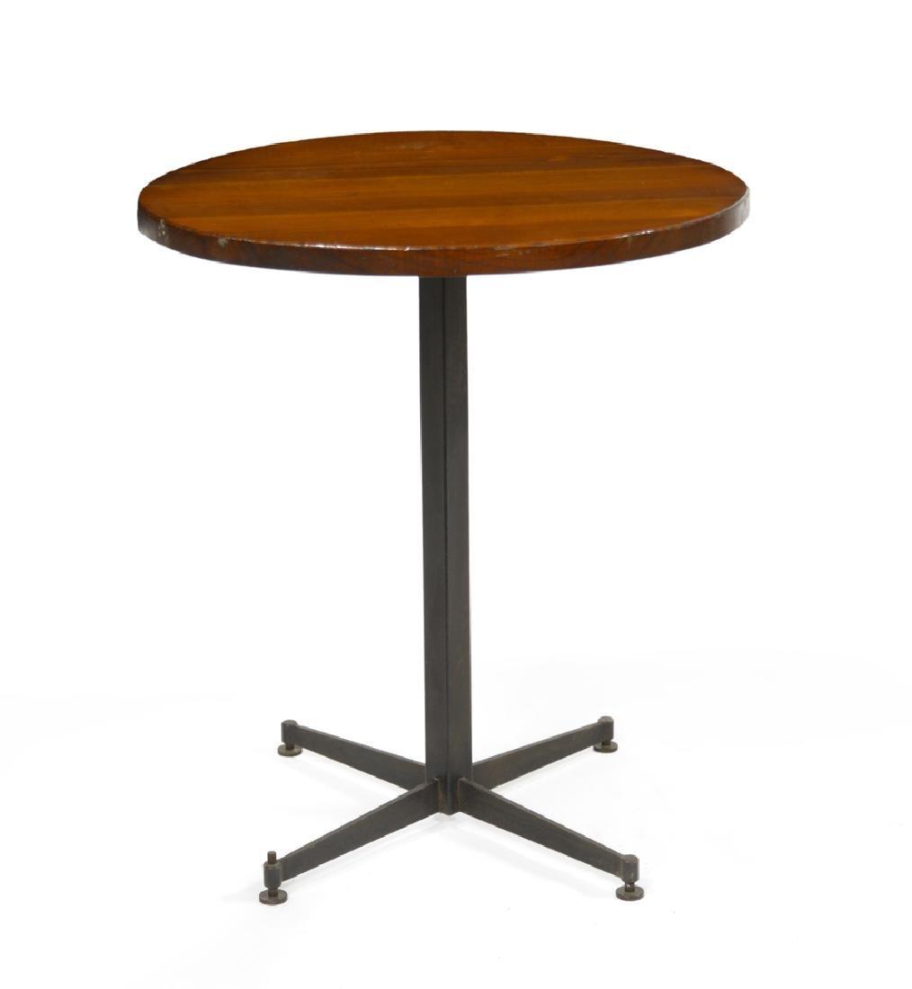 Tavolino da appoggio con piano tondo in legno massello,