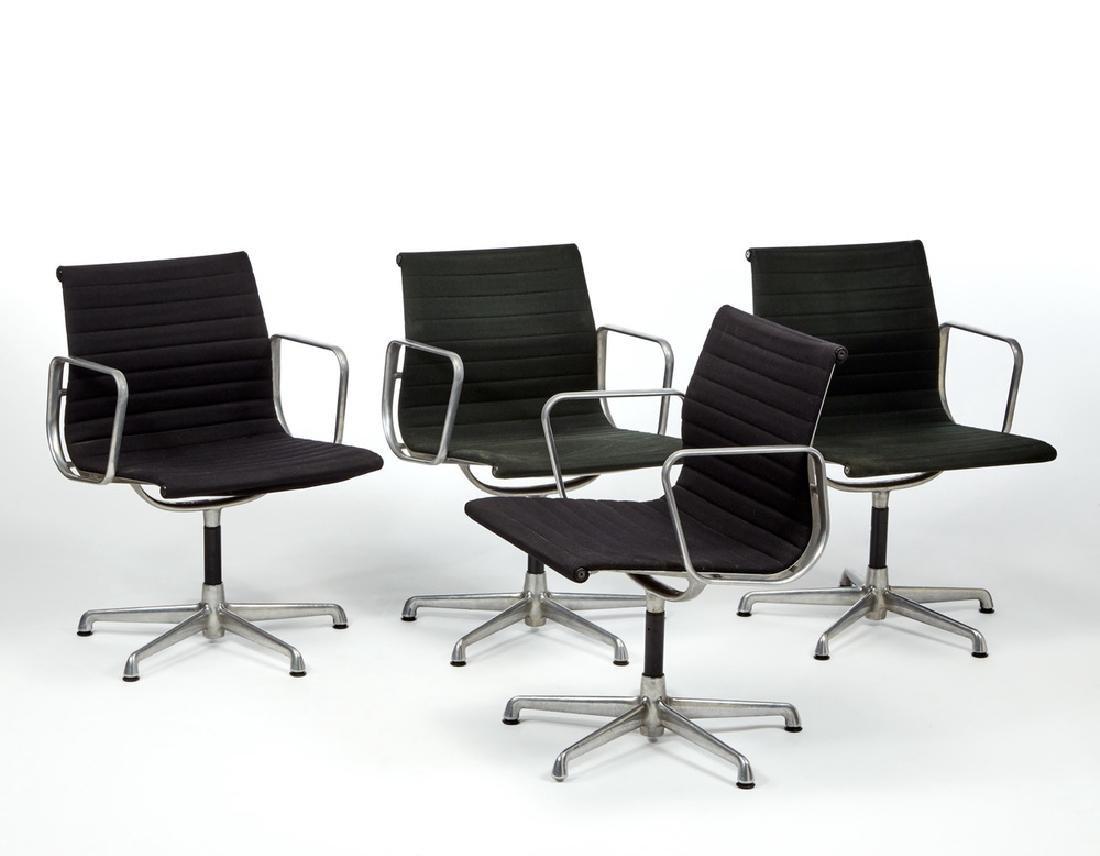 Charles e Ray Eames  Lotto composto da quattro sedie