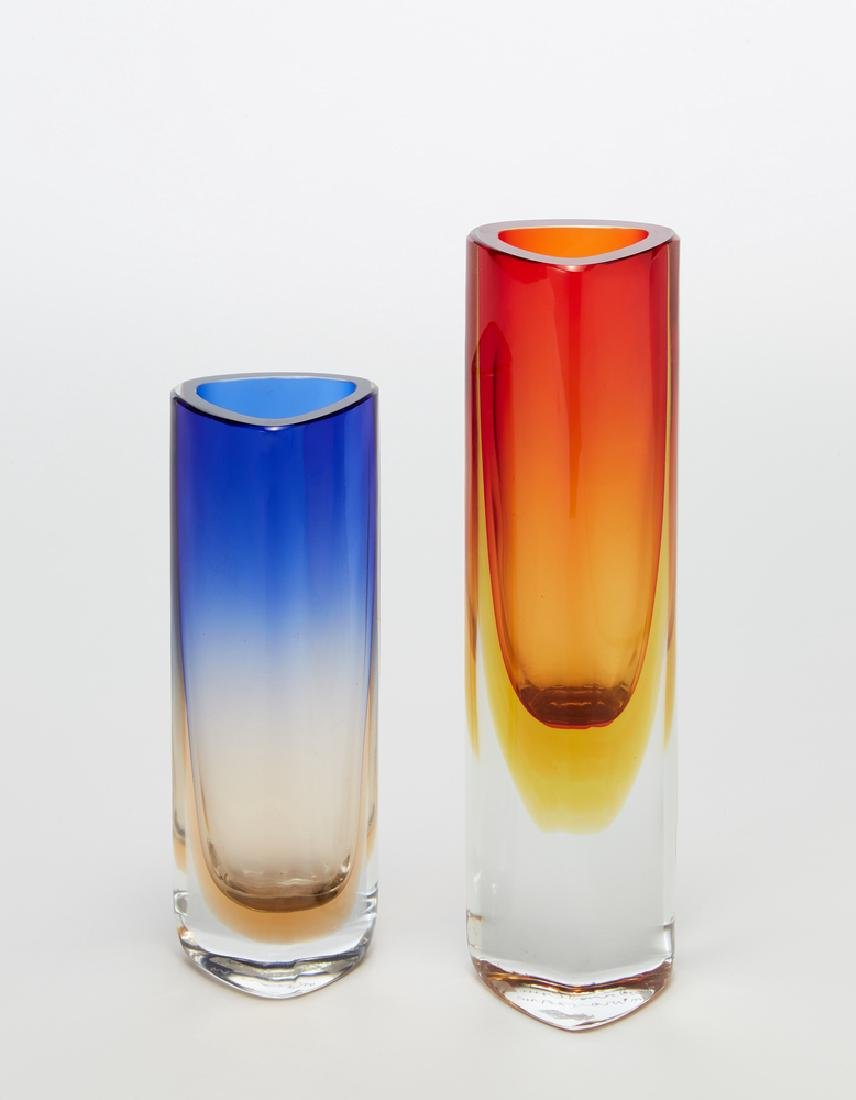 Barbini  Lotto di due vasi a sezione triangolare in