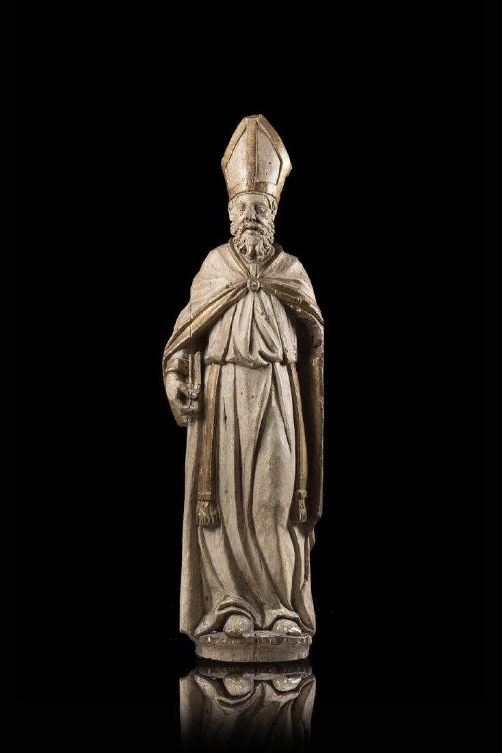 Scultura lignea raffigurante vescovo con libro in mano,