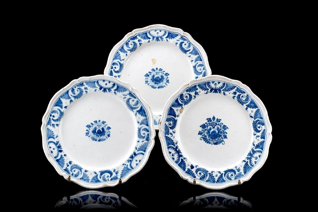 Manifattura di Lodi, secolo XVIII. Gruppo di tre piatti