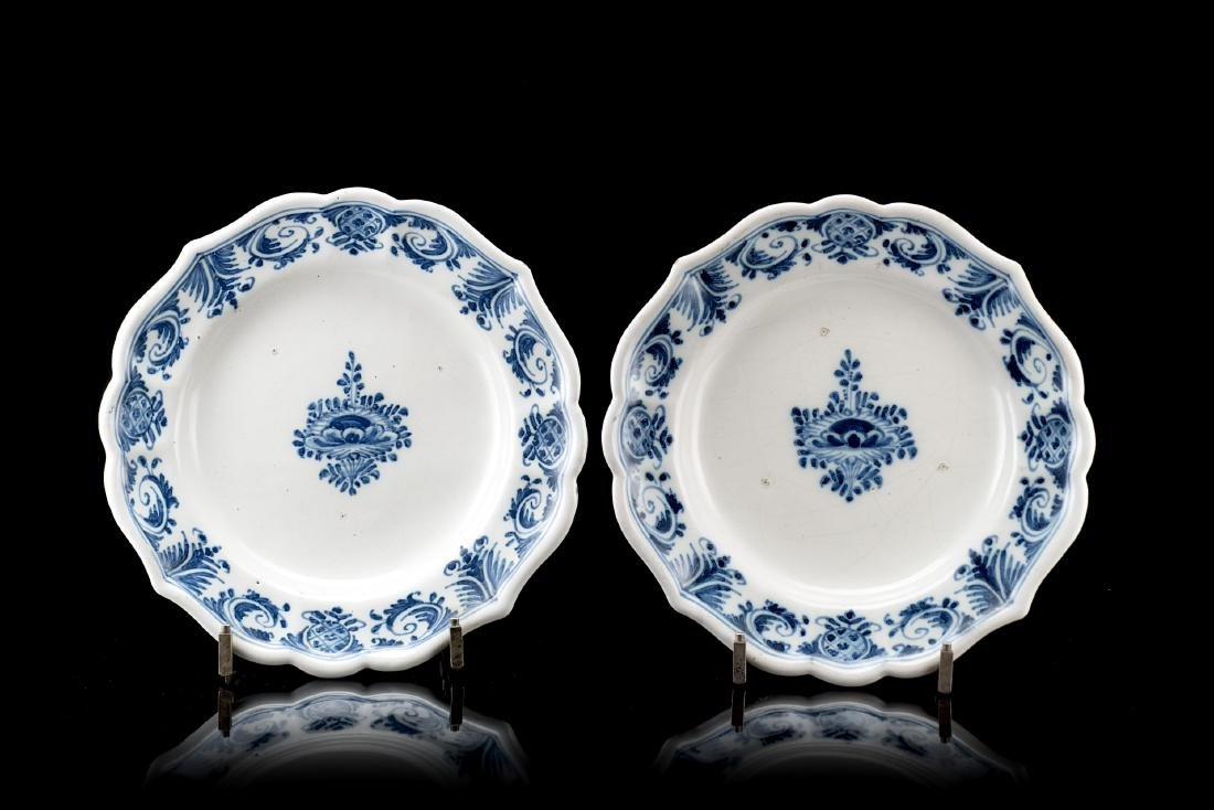 Manifattura di Lodi, secolo XVIII. Due piatti in