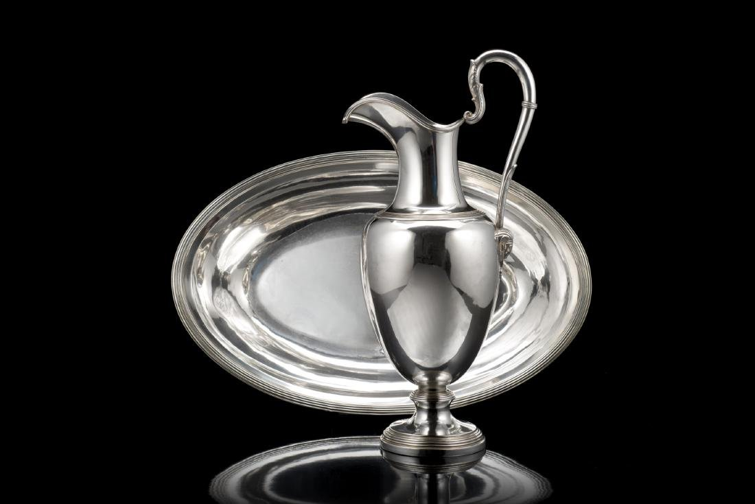 Acquamanile in argento con versatoio a forma di