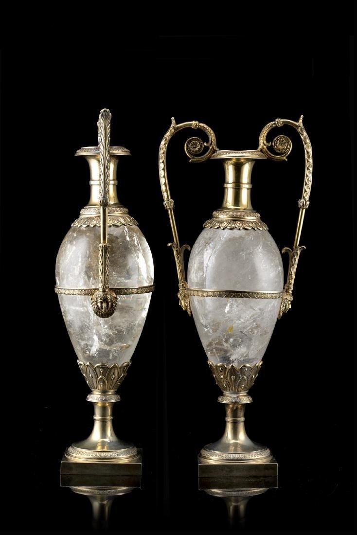 Coppia di vasi biansati in cristallo di rocca e argento