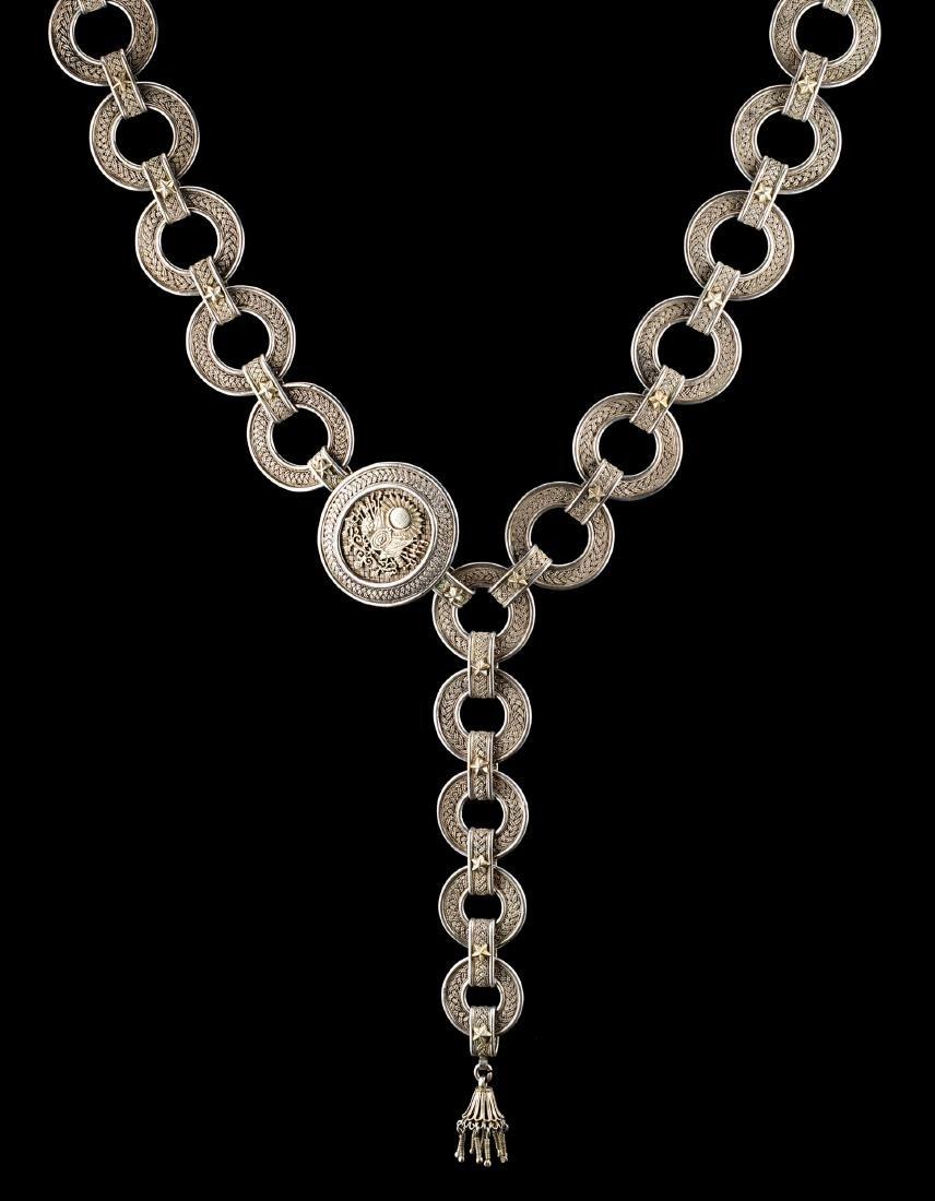 Gran collare ottomano in argento finemente cesellato,