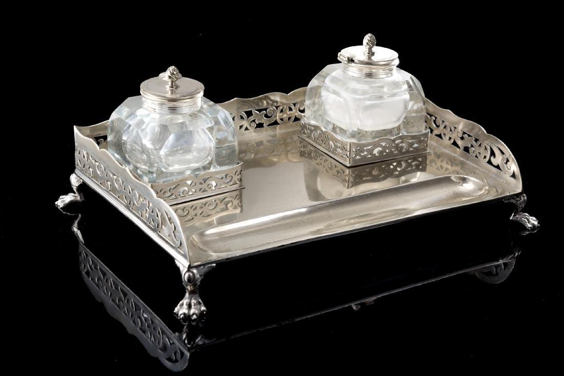 Calamaio in argento di forma rettangolare con sponda