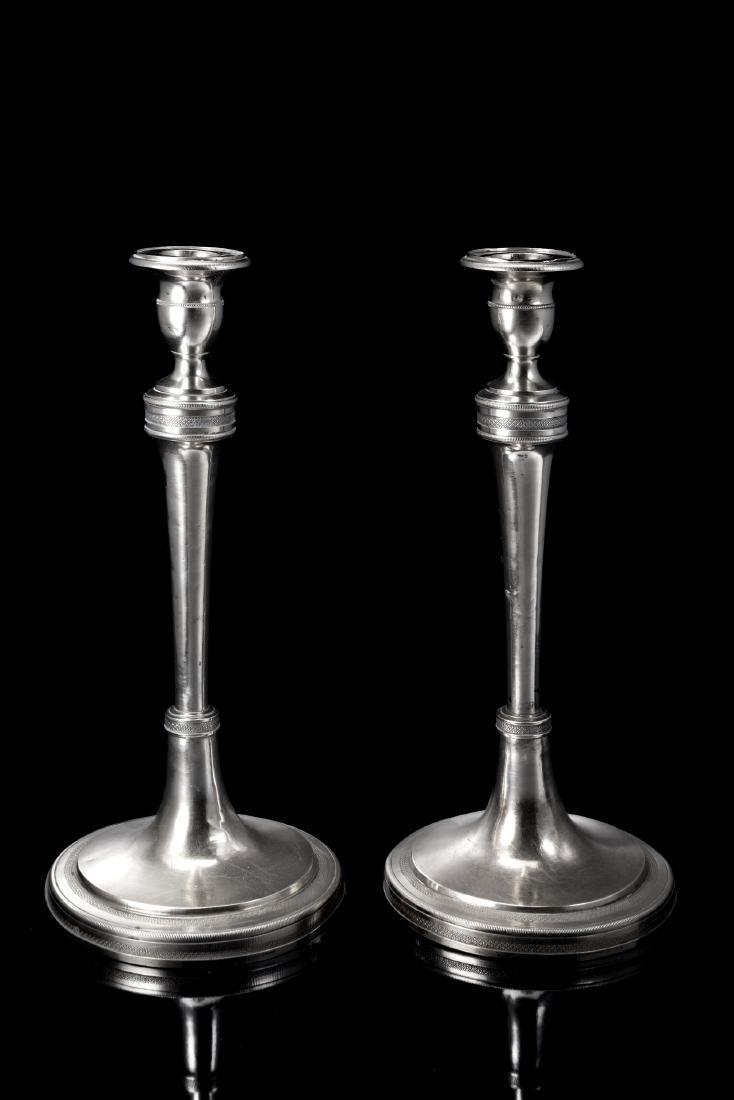 Coppia di candelieri in argento di sezione circolare