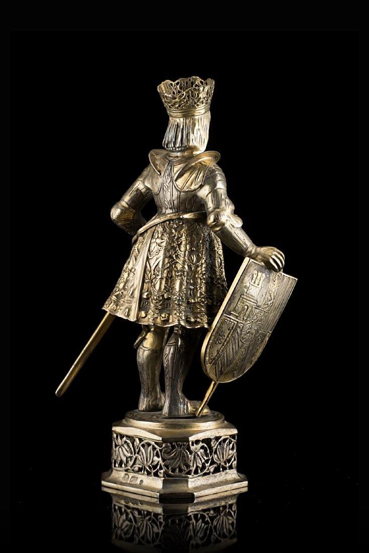 Scultura in argento parzialmente dorato di cavaliere in