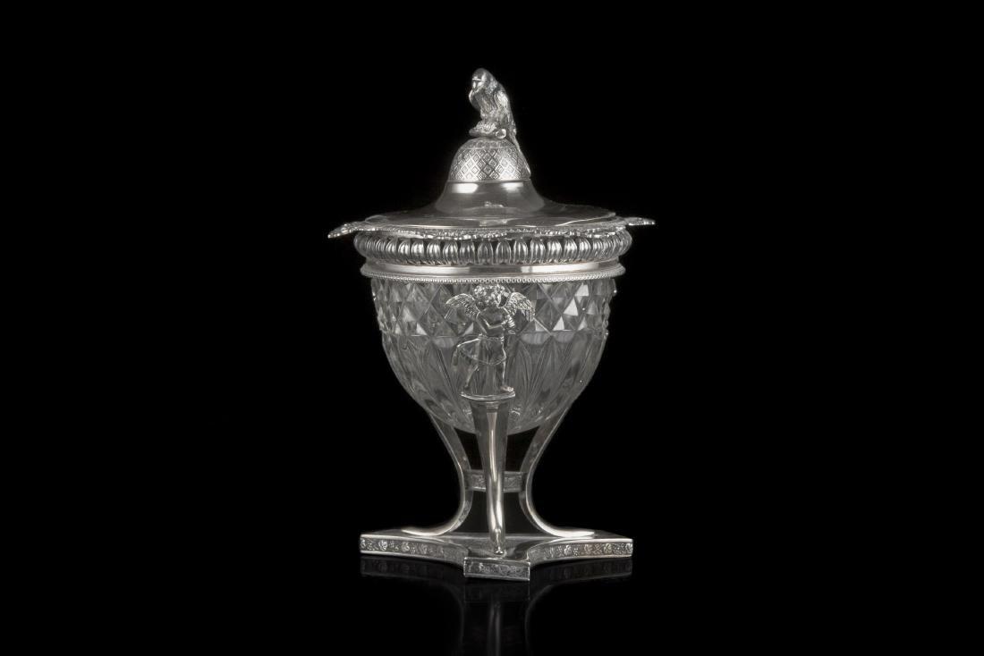 Zuccheriera in argento con coppa in vetro baccellato e