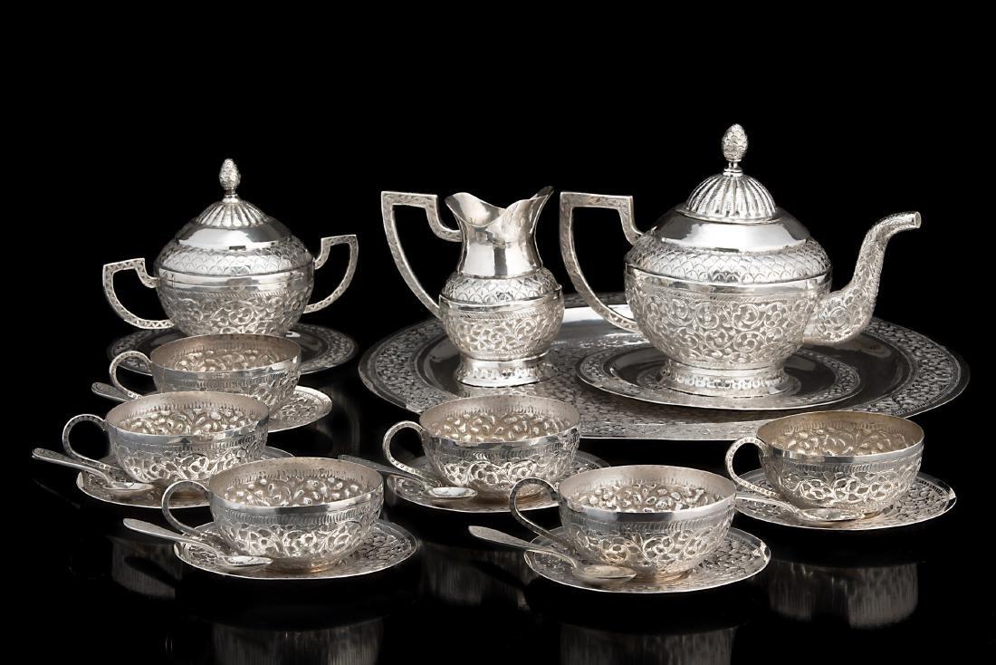 Servizio da tè in argento composto da teiera,