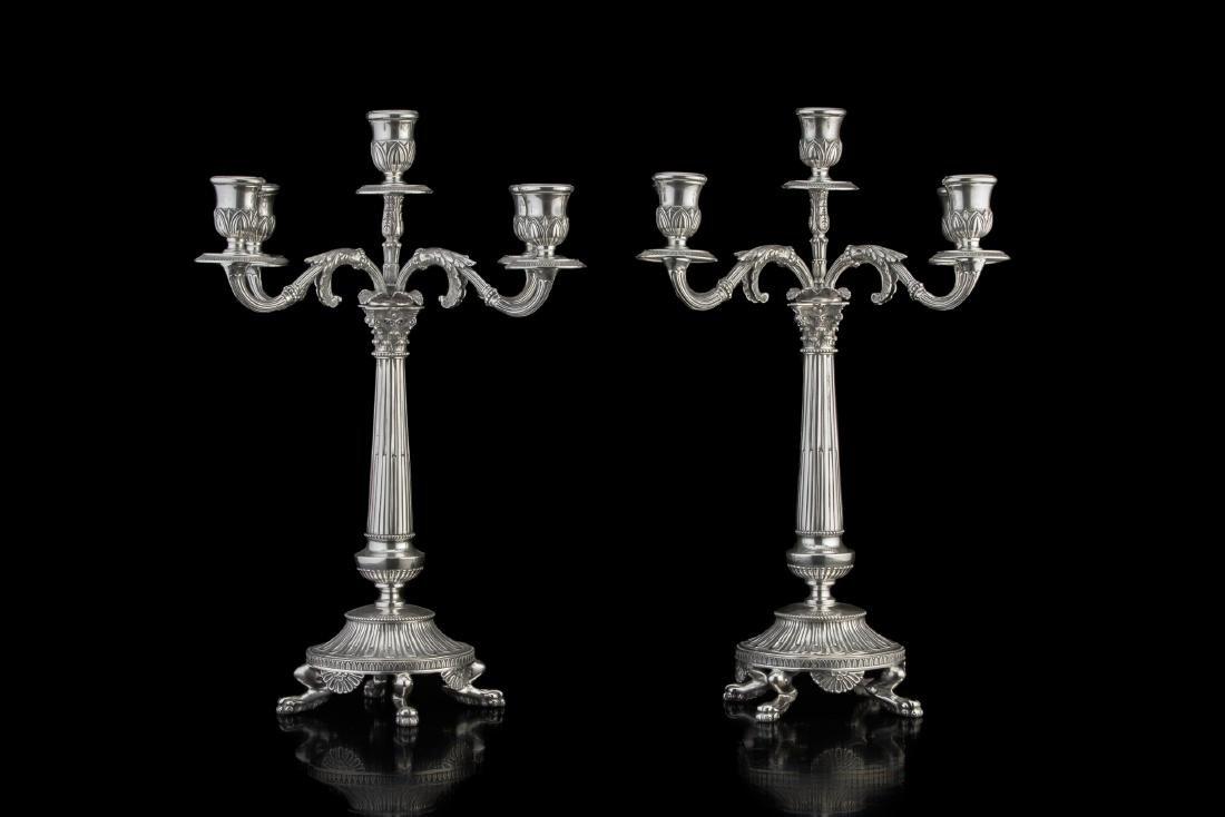 Coppia di candelabri in argento a cinque fiamme con