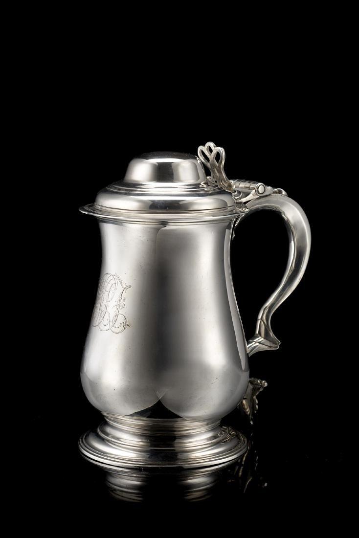 Tankard in argento con corpo liscio a balaustro e