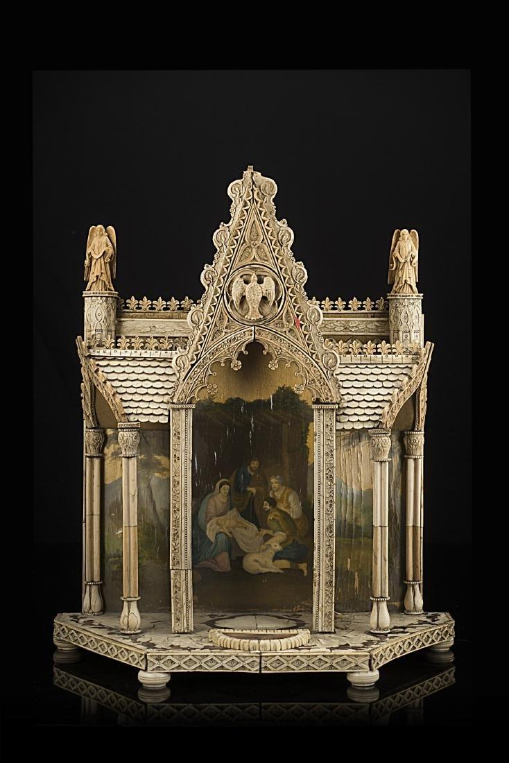 Antico modello di tempio gotico in legno e avorio con
