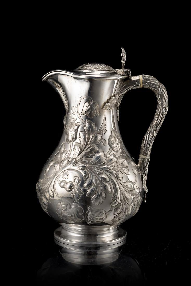 Versatoio in argento con coperchio con corpo a