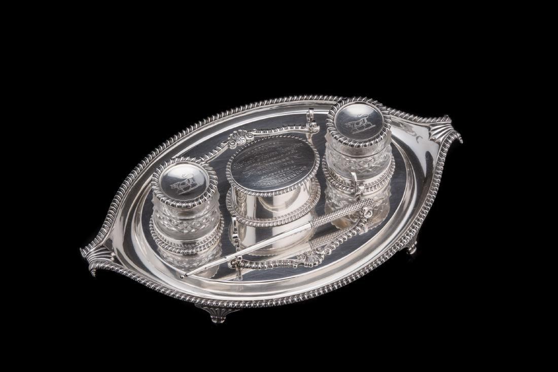 Calamaio in argento con vassoio e scatola centrale di