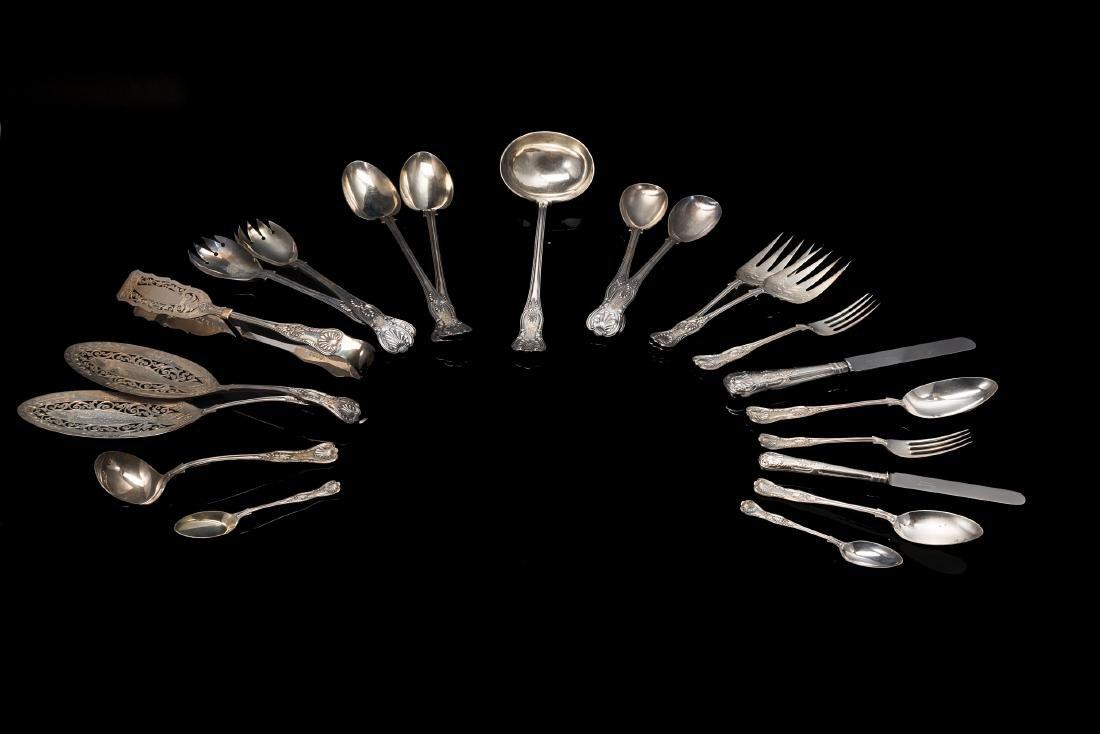 Servizio di posate in argento composto da: trentasei
