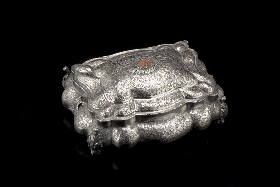 Scatola portagioie in argento di forma rettangolare