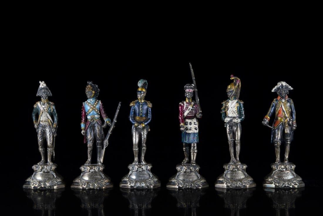 Lotto di sei sculture in argento dipinto raffiguranti