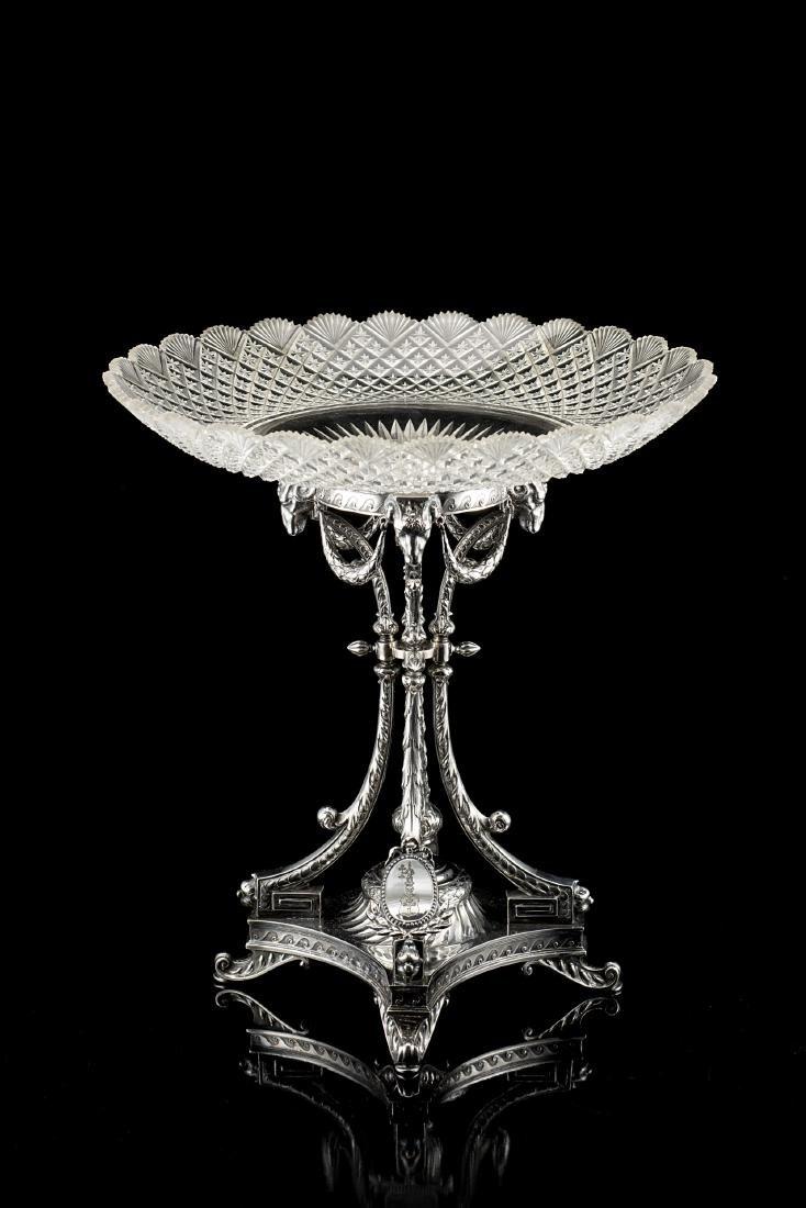 Centrotavola in argento e cristallo, con piedistallo a