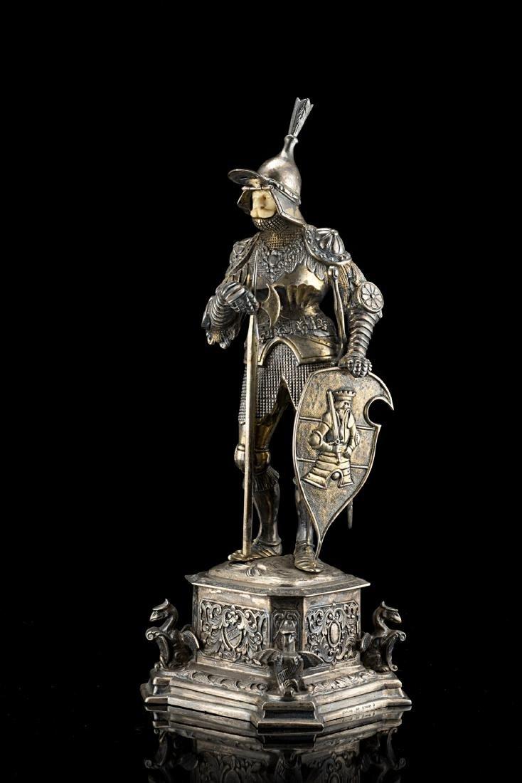 Scultura in argento (925/1000) parzialmente dorato di