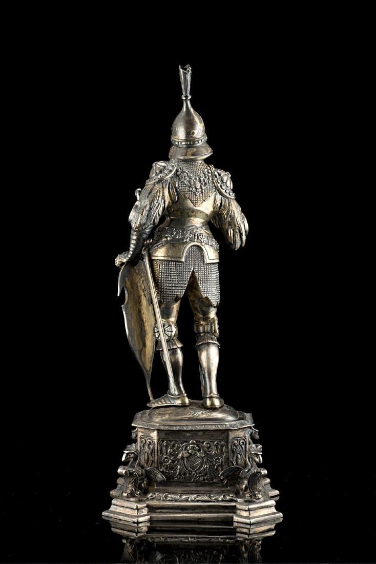 Scultura in argento (925/1000) parzialmente dorato di - 2