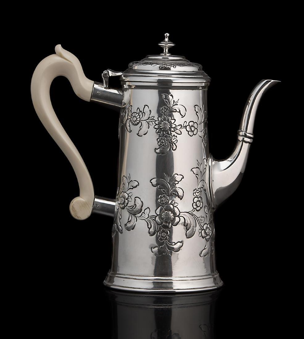 Caffettiera in argento in stile Giorgio I di forma