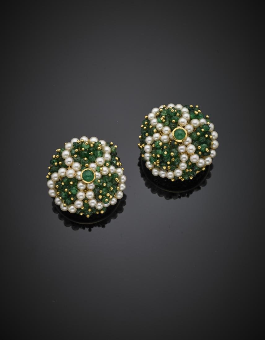 GIODOROEmerald and pearl yellow gold earclips, g 24.14,