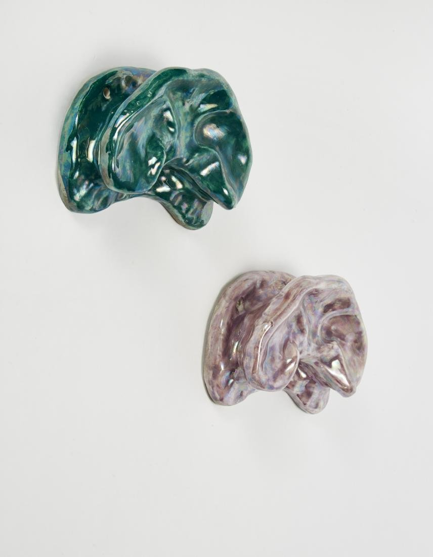 Due appendiabiti in ceramica smaltata in verde e