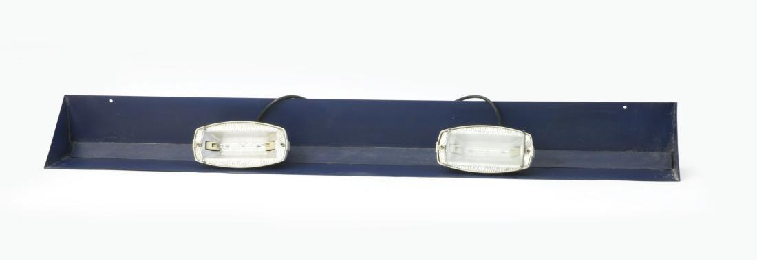 Lampada da parete in lamiera stampata verniciata blu