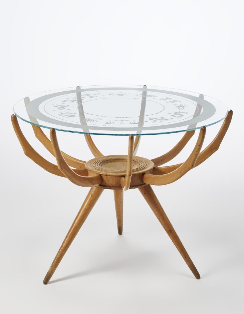 Tavolino con struttura in legno chiaro e piano in