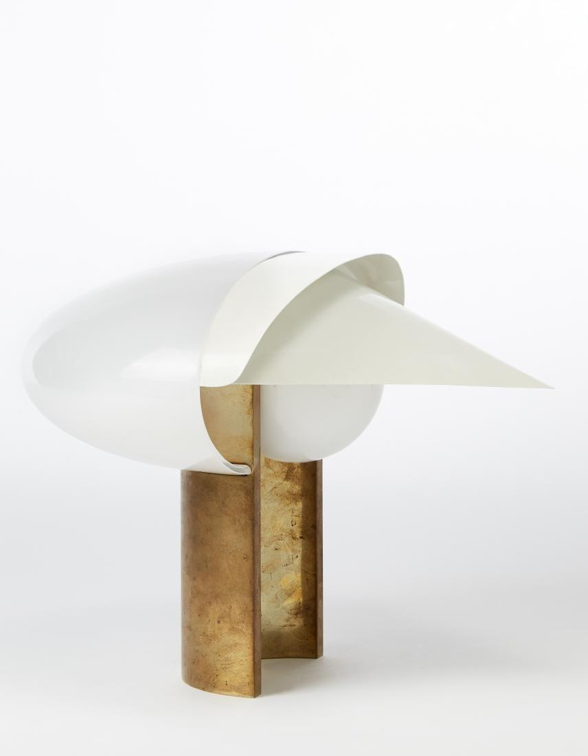 Lampada da tavolo con struttura in ottone e paralume in