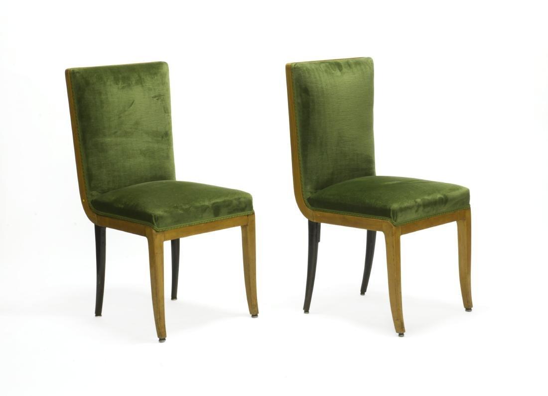 Coppia di sedie in legni diversi con sedute e schienale
