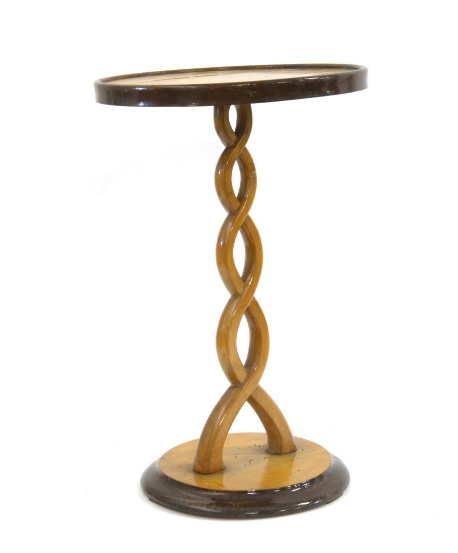 Tavolino in legno intagliato a treccia con base e